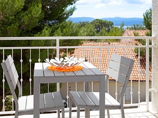 Adria 6 - charming one bedroom apartment with a nice balcony-ideal for couples - Bol vacation rentals