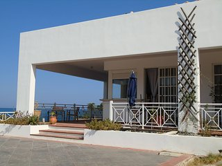 Les pieds dans l'eau.Studio façon loft. The place to be ! Fun&Relax ! Come on ! - Agia Marina vacation rentals
