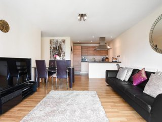 Modern flat in a very sought after London suburb with great transport links - Woodford Green vacation rentals
