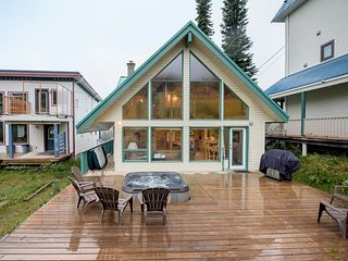 Authentic Ski Chalet with Wood-Burning Fireplace & Hot Tub- Pet Friendly - Silver Star Mountain vacation rentals