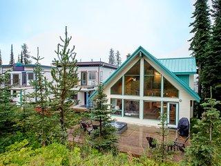 Popular Ski Chalet - Sleeps 10 - Pet Friendly! - Silver Star Mountain vacation rentals