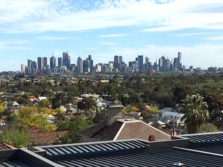 NEW StayCentral on Northcote Hill, near Melbourne; great views, 2Br, 2Ba - Northcote vacation rentals