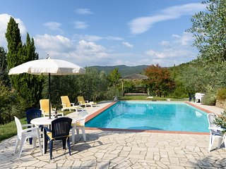 Tuscany, Lovely Family Cottage -  4-5 guests, Country setting, Large Pool, Views - Castiglion Fiorentino vacation rentals