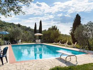Tuscany family Cottage.  Fantastic Views from Pool and Gardens - Castiglion Fiorentino vacation rentals