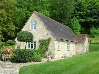"""Rural """"Get Away"""" pretty Cotswold cottage near Thame Oxfordshire - Thame vacation rentals"""