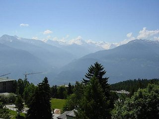 2 bedroom Apartment in Crans Montana, Valais, Switzerland : ref 2241788 - Crans-Montana vacation rentals