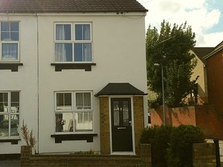 Charming 3 bedroom House in Rayleigh with Washing Machine - Rayleigh vacation rentals