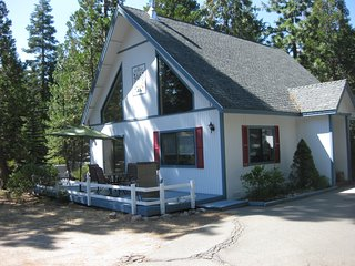 2 bedroom House with Deck in Mount Shasta - Mount Shasta vacation rentals