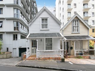 Comfortable 2 bedroom Cottage in Auckland with Deck - Auckland vacation rentals