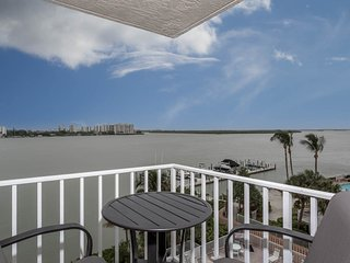 Nice Condo with Internet Access and Microwave - Fort Myers Beach vacation rentals