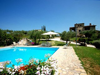 Detached villa with private pool near Todi. 5 bedrooms 10+4 sleeps. Airco & WiFi - Collazzone vacation rentals