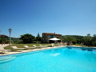 Detached villa with private pool, Airco, Wi-Fi. 5 bedrooms - 10+2 sleeps - Collazzone vacation rentals