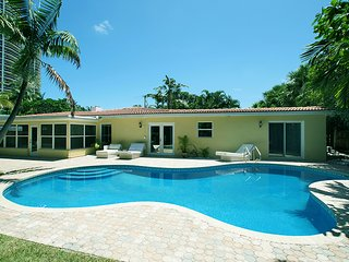 Available for Christmas! Dec 20-27! Tropical Retreat steps from the beach.. - Lauderdale by the Sea vacation rentals