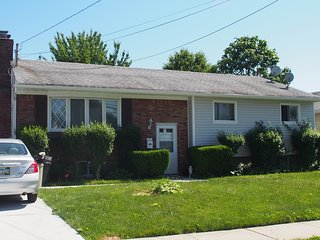 7 bedroom house walk Hofstra University - Uniondale vacation rentals