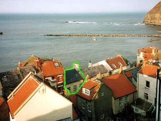 Sea views on all floors:historic, cosy cottage in the heart of Staithes - Staithes vacation rentals