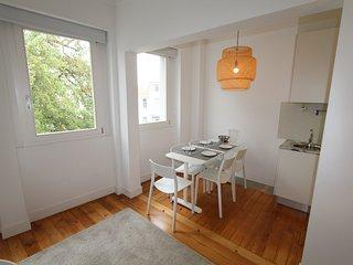 112-D deco apartment in city center - Porto vacation rentals