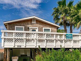 All Things Green, 2/1, Pet Friendly, In Town, Boat Parking - Port Aransas vacation rentals