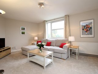 Newly Refurbished Luxury Apartment, Weybridge - Weybridge vacation rentals