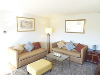 Furnished 1-Bedroom Apartment at 14th St N & N Oak St Arlington - Benson vacation rentals