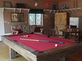 The Green Cabin: Cozy and freshly renovated, 4 acres, pool table, bring horses! - Heber vacation rentals