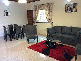 Villa cosy à bonamoussadi au bloc k 3 chambres,3 douches,et cuisine. Sécurisée - Douala vacation rentals