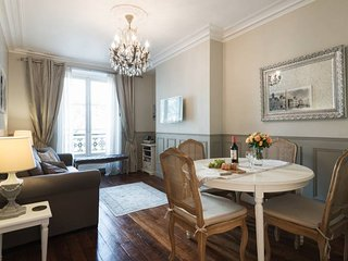 Champs Elysees LUX & CHARM Wifi* FREE SEINE CRUISE - Paris vacation rentals