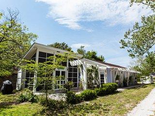 Fitzcarraldo's Dream Cottage - Panama City vacation rentals