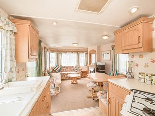 Nice Caravan/mobile home with Deck and Television - Skegness vacation rentals