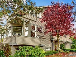 Light & bright townhome near U Village & UW! Super spacious w designer decor! - Jackson Heights vacation rentals