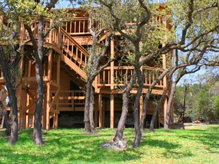 Beautiful House with Deck and Internet Access - Spicewood vacation rentals