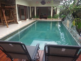 Calmness Villa - Batam. Private Pool/3BR/Koi Pond/Hut/ - Sekupang vacation rentals