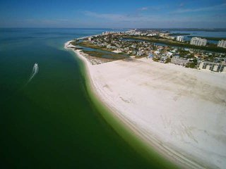 Walk To Waters Edge, Private Beach, Expansive Gulf Views, Special Weekly or - Fort Myers Beach vacation rentals