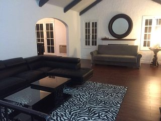 *WALK AROUND RODEO*/3 Bedroom Prime Beverly Hills - Los Angeles vacation rentals