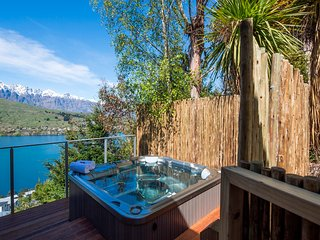 Views on Tussock, Queenstown with lake views and hot tub - Queenstown vacation rentals