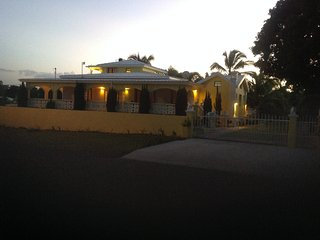 4 BEDRM. 6 BATH LUXURY  RENTAL, HYDROPOOL, BEACHES - Frederiksted vacation rentals