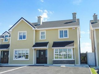 63 MOININ modern semi-detached cottage, en-suite, close to beach, garden, Kilkee, Ref 938794 - Kilkee vacation rentals