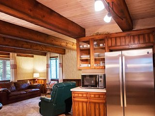 Blue Moose Lodge Lovely Lakefront Cabin Sleeps 10. Private Dock on Lake - Island Park vacation rentals