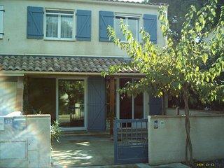 Belle Villa120 m² tout confort**** 200 m de la plage, 100 m des commerces, wifi - Saint-Pierre-sur-Mer vacation rentals