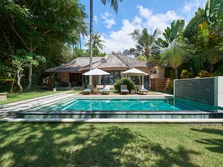 2BR Beachfront Villa / SPA / Wild Beach / Diving - Singaraja vacation rentals