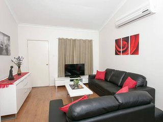 Comfortable 2 bedroom Vacation Rental in East Victoria Park - East Victoria Park vacation rentals