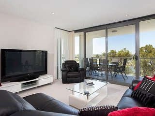 Sunny 3 bedroom House in Rivervale with Shared Outdoor Pool - Rivervale vacation rentals