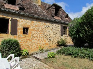 Beautiful, 2-bedroom stone house in Saint-Martial-de-Nabirat with a furnished terrace and garden - Saint-Martial-de-Nabirat vacation rentals