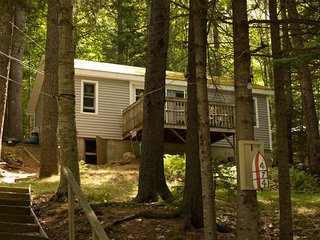 PROVENCE | TWO-BEDROOM COTTAGE | WOODED SETTING | PET FRIENDLY| ASSOCIATION DOCK & FLOAT - Boothbay vacation rentals