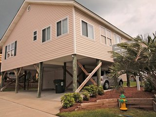 Awesome Family Vacation Cottage, 2 Blocks from the Beach, 60 ft from the Pool - Arcadian Shores vacation rentals