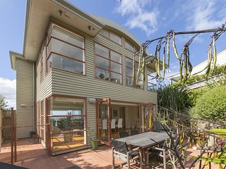 Lovely Villa with Internet Access and Parking - Surfdale vacation rentals
