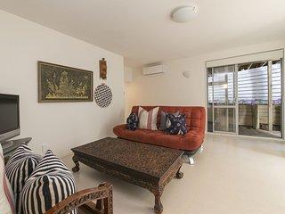 Sunny 4 bedroom Cottage in Waiheke Island with Wireless Internet - Waiheke Island vacation rentals