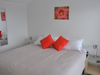 Lovely Villa with Deck and DVD Player - Waiheke Island vacation rentals