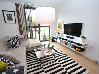 2 BR Flat in Battersea!! (Zone 2) - London vacation rentals