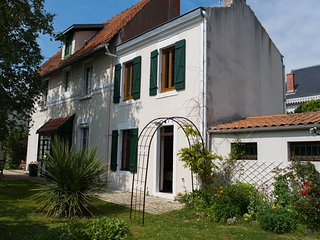 Romantic Townhouse with Internet Access and Satellite Or Cable TV - La Rochelle vacation rentals