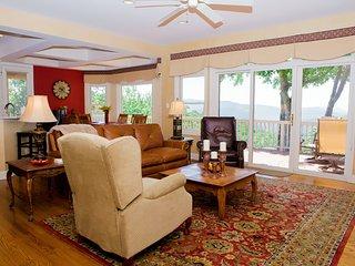 Beautiful 4 bedroom House in Hendersonville - Hendersonville vacation rentals